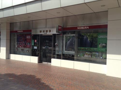 岡山駅前の野村證券ショーウィンドウに作品展示しました。